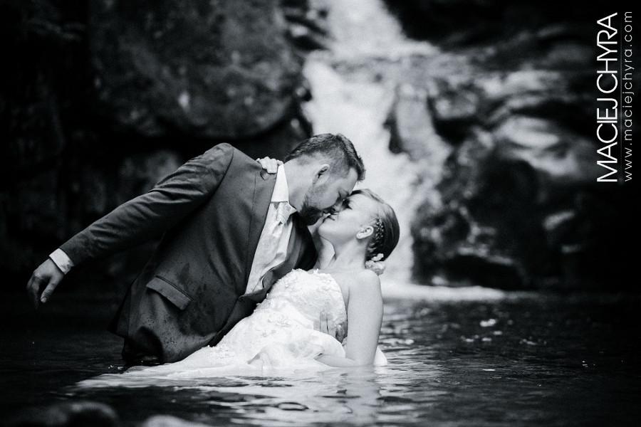 Sesja ślubna nad wodospadem w Karkonoszach